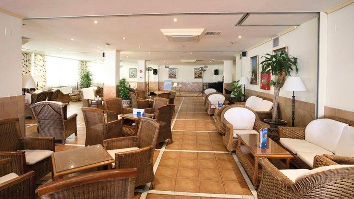 Las Arenas Hotel Image 2