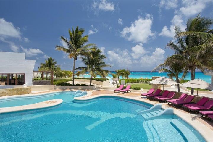 Krystal Grand Punta Cancun in Cancun, Mexico