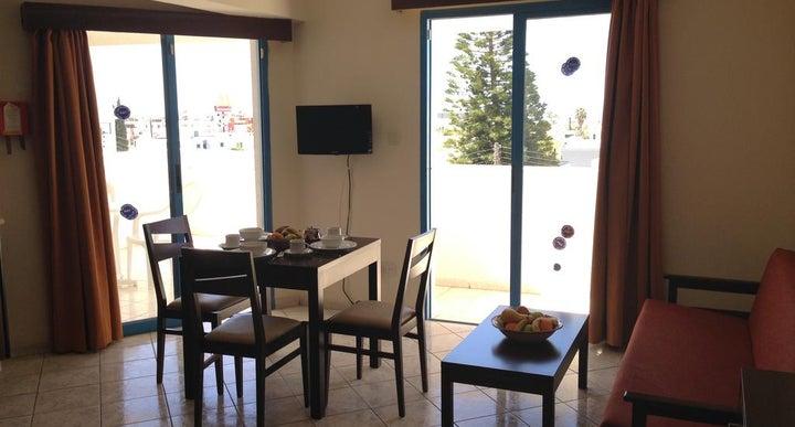Restaurants Near Kefalonitis Apartments