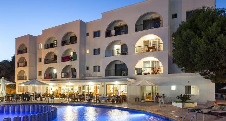 Puerto cala vadella apartments in cala vadella ibiza - Hotel apartamentos el puerto ibiza ...