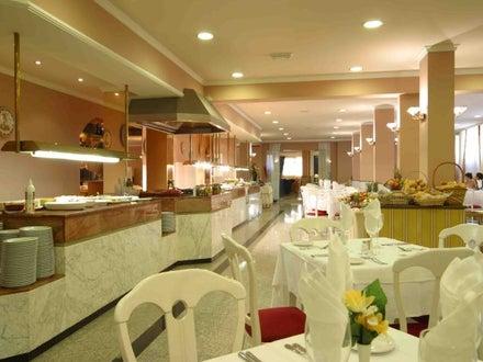 Las Arenas Hotel Image 25