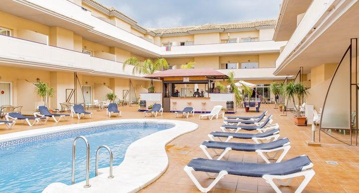 Vista De Rey Hotel Apartments