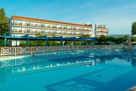 Golden Coast Hotel & Bungalows