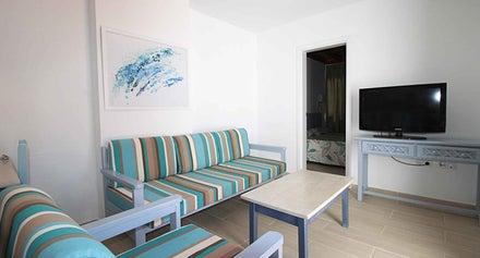 Los Tulipanes Apartment Complex Image 6