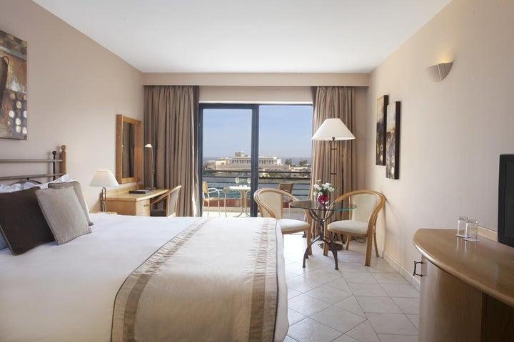 Marina Hotel Corinthia Beach Resort Image 4