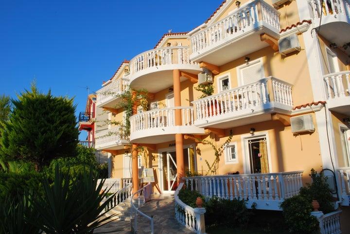 Planos Beach Aparthotel Image 16