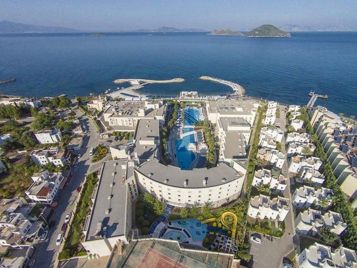 La Blanche Resort & Spa Image 2