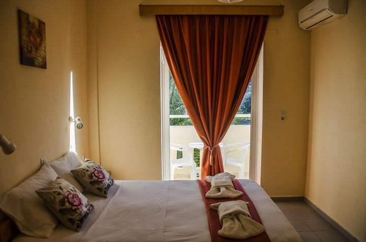 Yiannis the Beekeeper Apartments Image 7