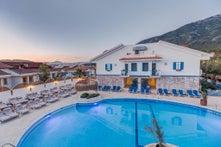 Monta Verde Hotel and Villa
