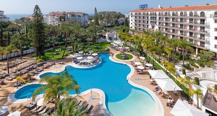 H10 andalucia plaza hotel in puerto banus spain for Puerto banus costa del sol