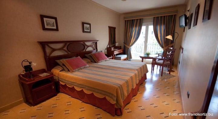 Reveron Plaza Hotel Image 6
