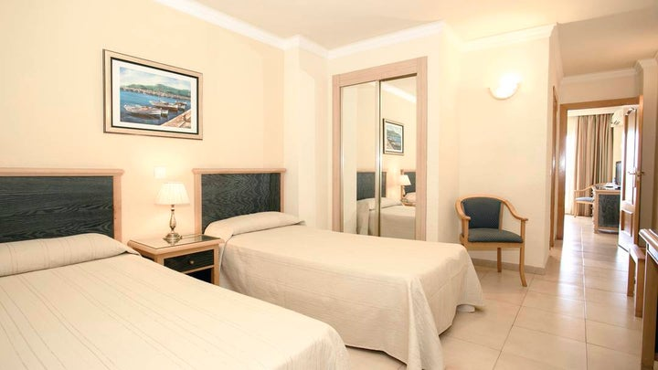 Las Arenas Hotel Image 5