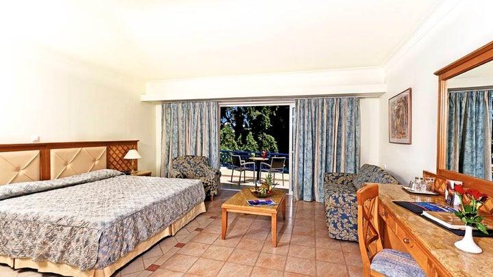Amathus Beach Hotel Image 7