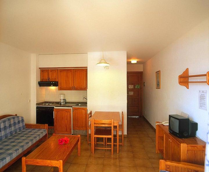 Los Tulipanes Apartment Complex Image 17