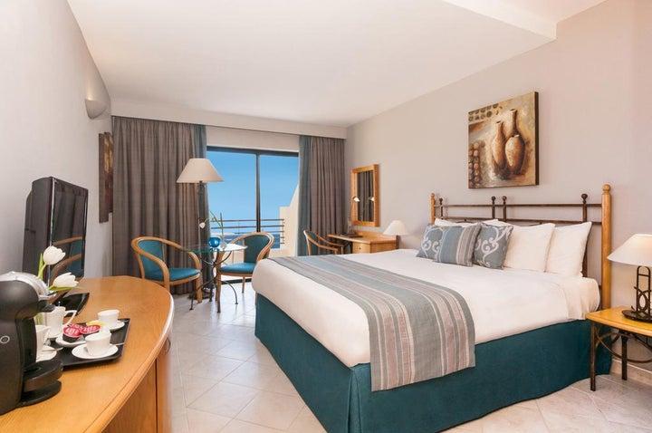 Marina Hotel Corinthia Beach Resort Image 7