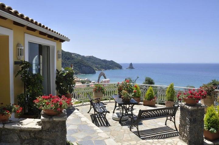 Mazis Apartments in Aghios Gordios, Corfu, Greek Islands