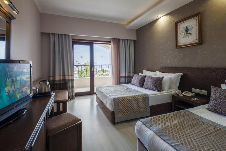 Club Turan Prince World Hotel Image 2