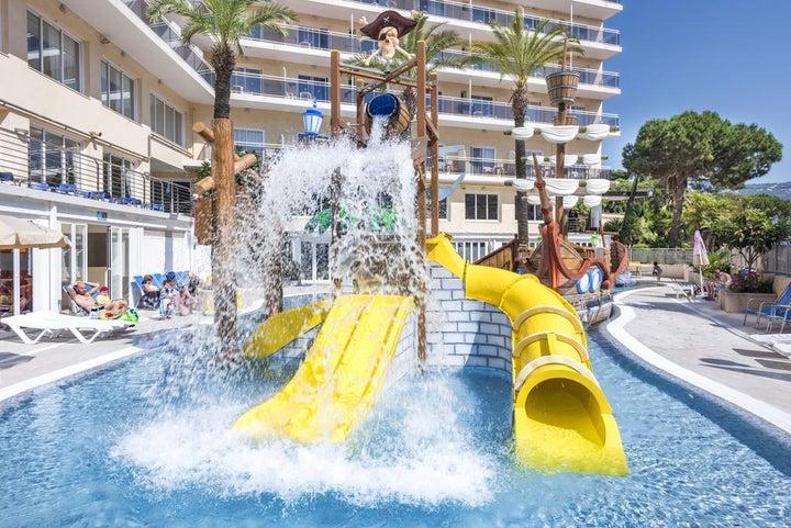Oasis Park Splash Hotel Image 2