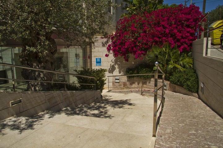 Costa Portals Image 3