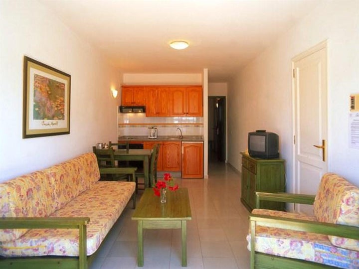 Los Tulipanes Apartment Complex Image 16