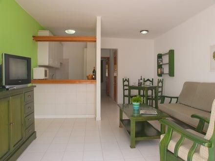Fayna and Flamingo Apartments Image 7