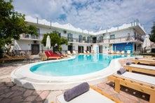 Aquarius Pool Aparthotel