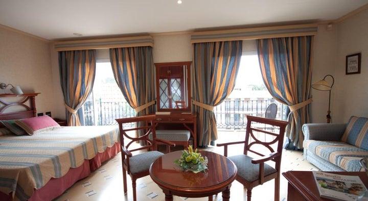 Reveron Plaza Hotel Image 7