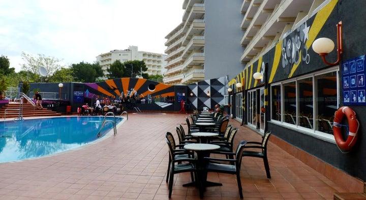 Barracuda Hotel Image 1