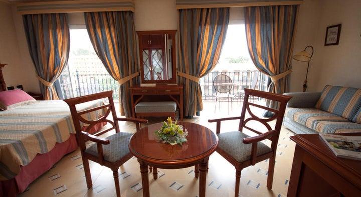 Reveron Plaza Hotel Image 9