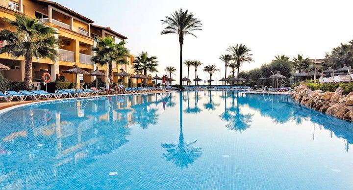 Club del sol aparthotel in puerto pollensa majorca for Aparthotel puerta del sol