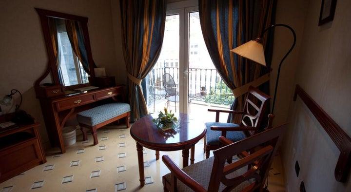 Reveron Plaza Hotel Image 8