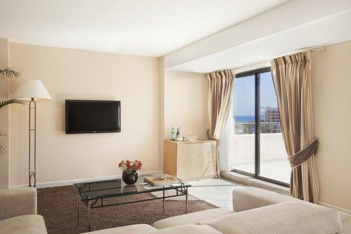 Marina Hotel Corinthia Beach Resort Image 5