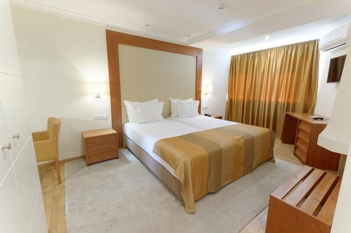 Lagoa Hotel Image 1