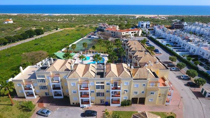 Praia da Lota Resort - Apartments Image 9