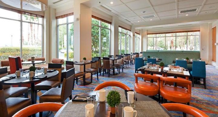 hilton garden inn at seaworld in orlando usa holidays. Black Bedroom Furniture Sets. Home Design Ideas