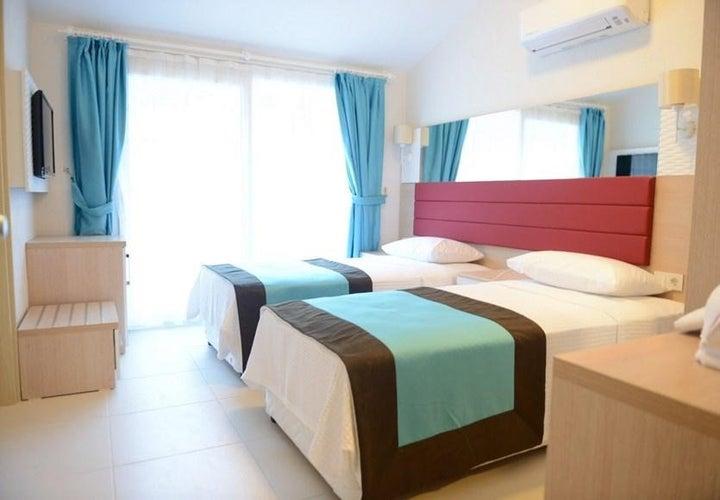 Marcan Beach Hotel Image 7