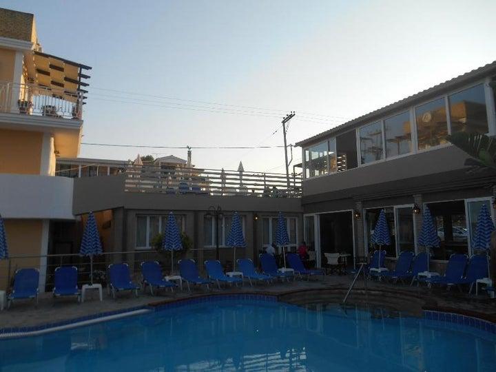 Planos Beach Aparthotel Image 72
