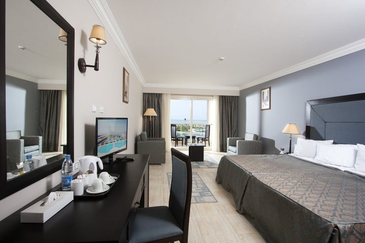 Mirage Aqua Park Hotel & Spa Image 1