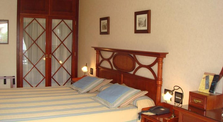 Reveron Plaza Hotel Image 5