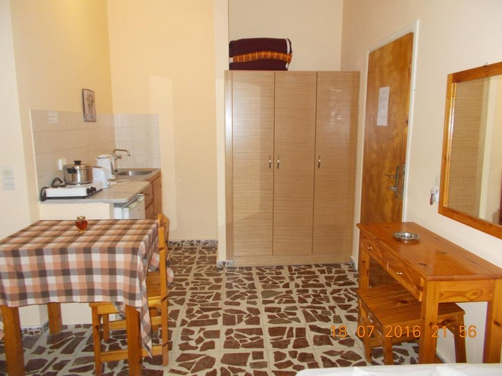 Yiannis the Beekeeper Apartments Image 12