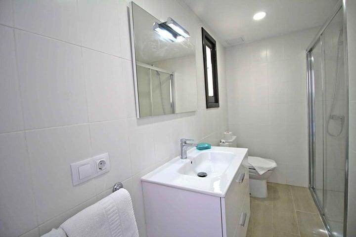Los Tulipanes Apartment Complex Image 21