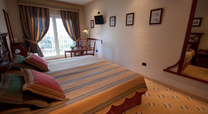 Reveron Plaza Hotel Image 4
