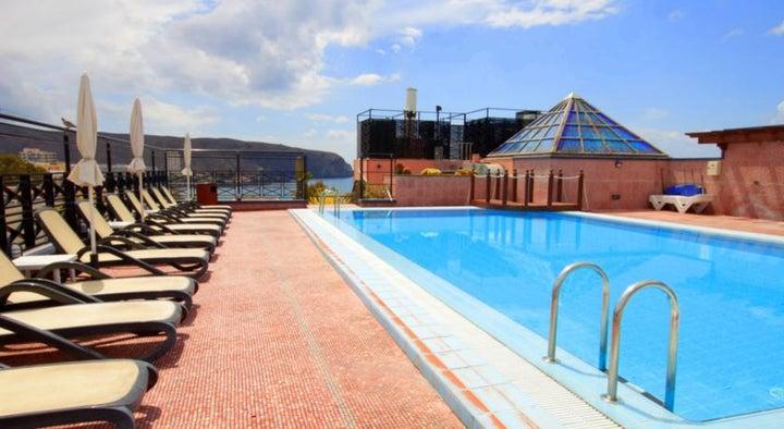 Reveron Plaza Hotel Image 1
