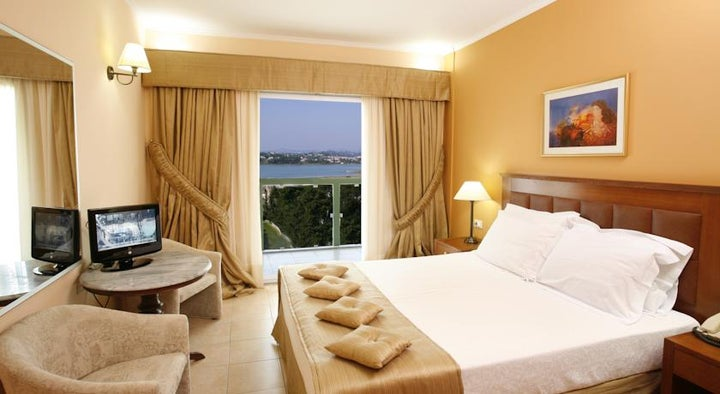 Ariti Grand Hotel Image 1