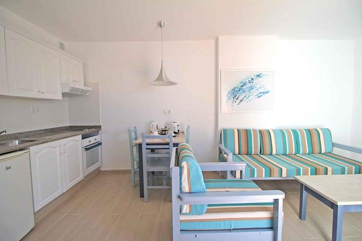 Los Tulipanes Apartment Complex Image 20