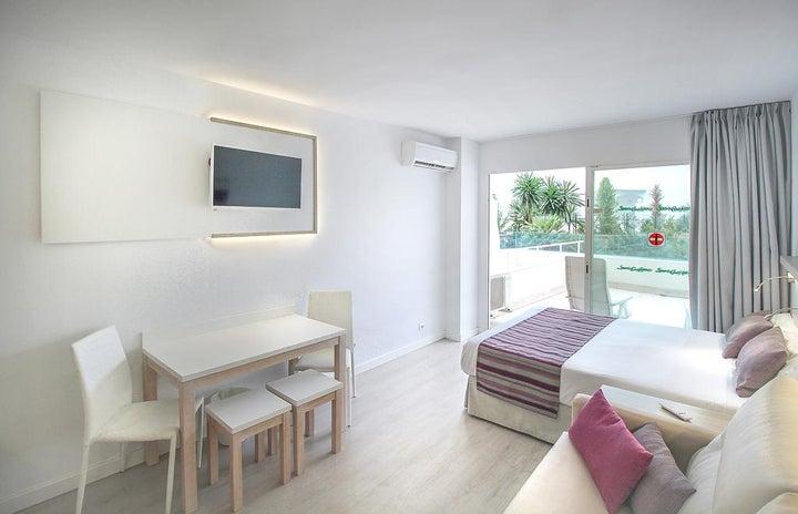 Ola Apartments Bouganvillia Image 1