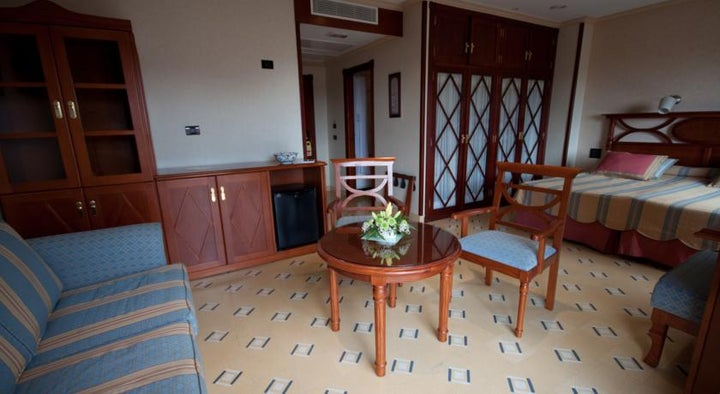 Reveron Plaza Hotel Image 10