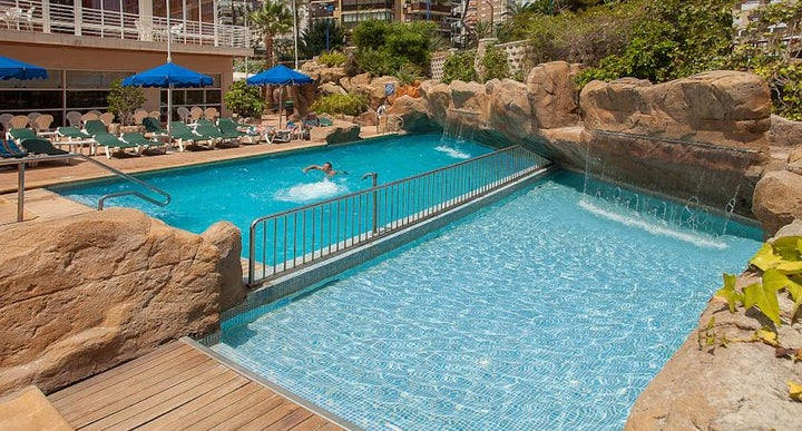 Rh victoria in benidorm spain holidays from 273pp loveholidays for Swimming pool repairs costa blanca