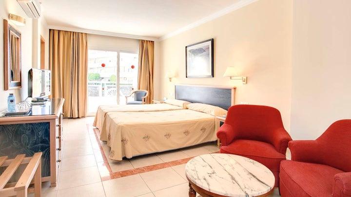 Las Arenas Hotel Image 13