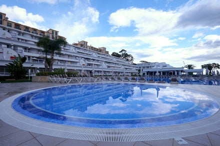 Last minute half board holidays to the Algarve